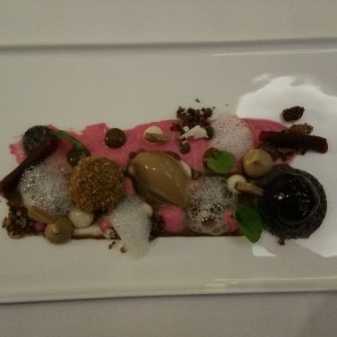 Hotel Vier Jahreszeiten Starnberg - Restaurant Aubergine Mohn, Malz und Rote Beete