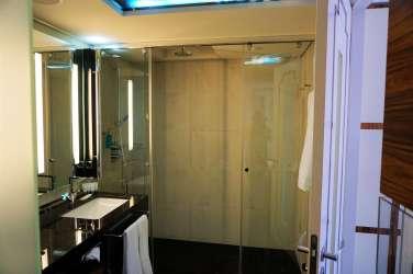 Hotel The Westin Bellevue Dresden Badezimmer mit Regendusche